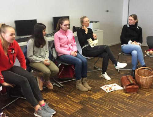 Wie arbeitet eine Hebamme? – Vortrag an der BRS